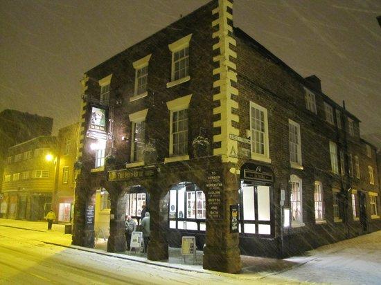 Pied Bull Inn:                   Charming