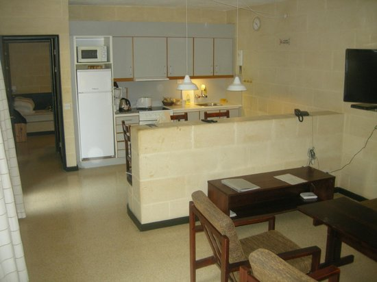Mellieha Holiday Centre: Kitchen and livingroom