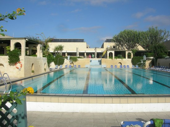 Mellieha Holiday Centre : Pool with view to the center