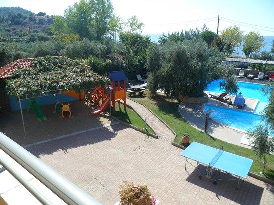 Atrium Hotel Thassos:                   our view of the balcony