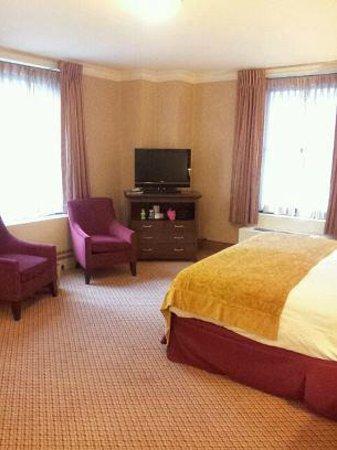 โรงแรมรูเซเวลท์:                   view from bedroom door