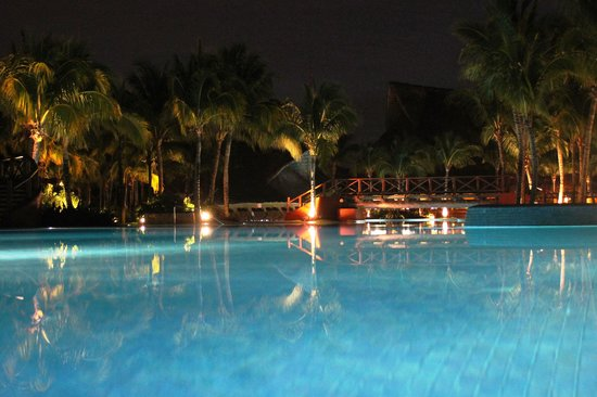Barcelo Maya Tropical:                   By night