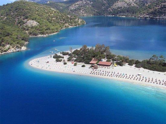 Leda Hotel: Beach