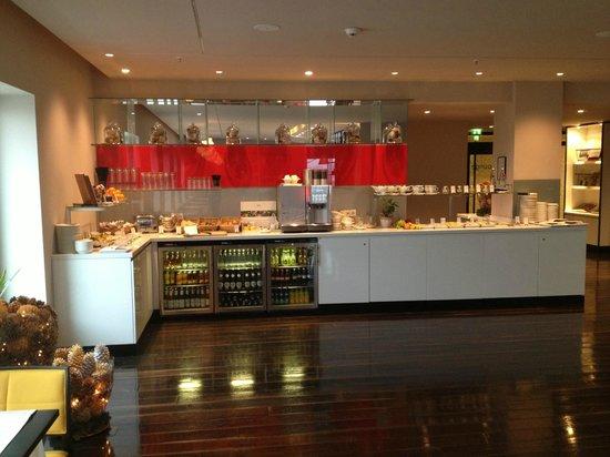 Vienna House Andel's Berlin: Businesslounge mit Blick auf Berlin