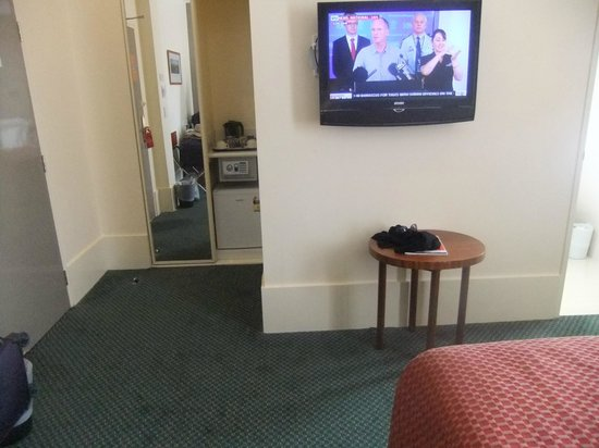 The Victoria Hotel:                   Modern tv and safe