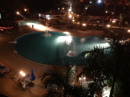 Grand Pyramids Hotel:                   Grand Pyramid hotel - night view