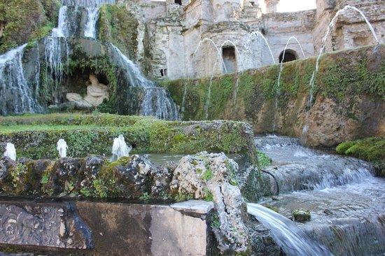 Tivoli, Italia:                   Fountain