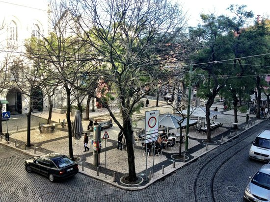 Lisboa Carmo Hotel:                   View from the hotel overlooking Carmo Plaza