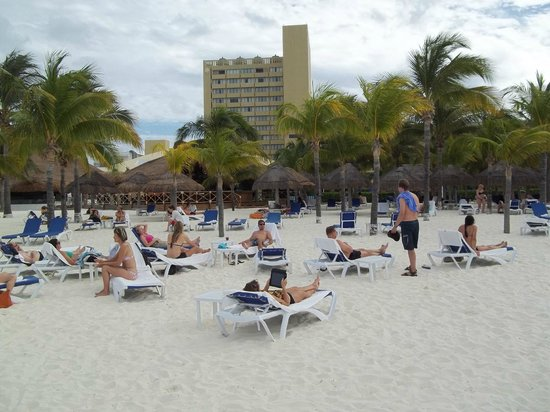 Presidente InterContinental Cancun Resort:                   View of the beach and Hotel