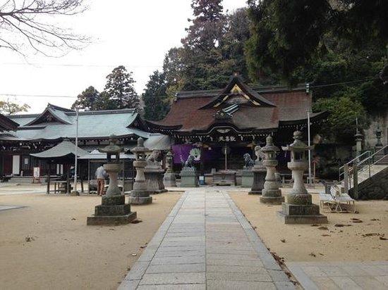 Yakuriji Temple:                   境内