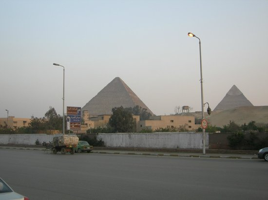 Le Meridien Pyramids Hotel & Spa: View outside the hotel