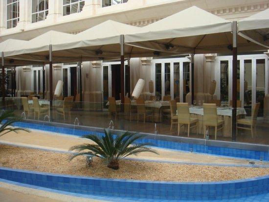 Silken Al-Andalus Palace Hotel:                   giardino interno