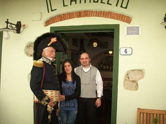 Ristorante Pizzeria Il Cantuccio:                   Mai 2012 avec le personnel...