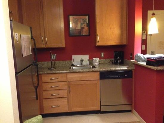 Residence Inn Clearwater Downtown: kitchen