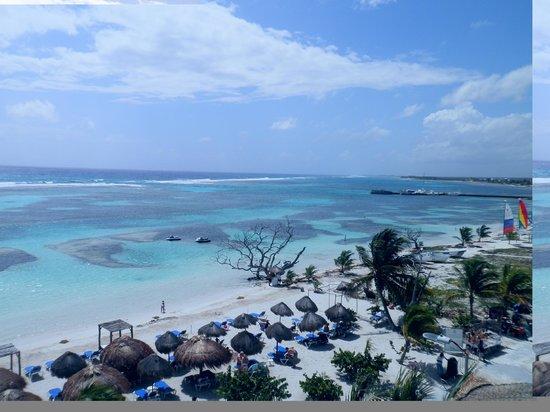 Pez Quadro Beach Club:                   The beautiful beach in front of Pez Quadro