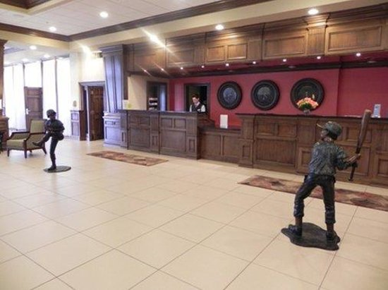 Decatur Conference Center and Hotel: Front Desk