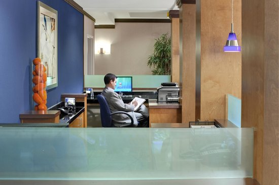 Fairfield Inn & Suites Marietta: Business Center with Copy and Fax Services