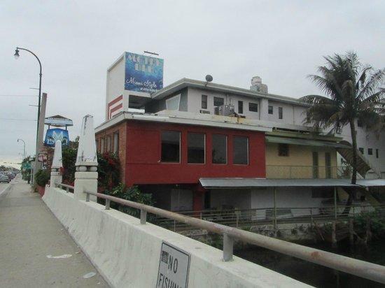 Motel Blu:                   l'esterno