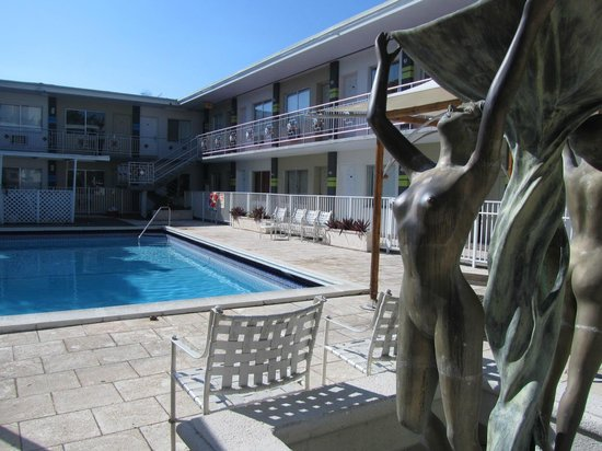 Motel Blu:                   piscina