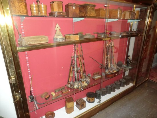 Victory Hotel:                                     Some of many nautical antiques displayed around the hotel.