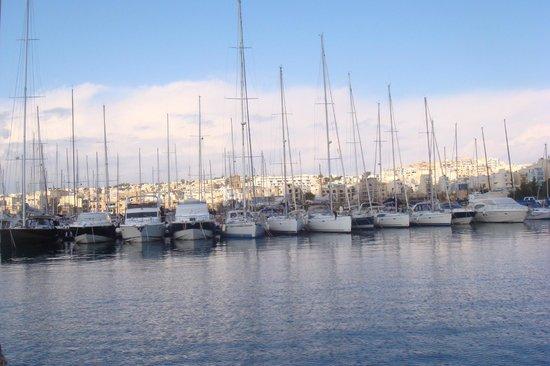 Maritim Antonine Hotel & Spa:                   on the way to boat trip