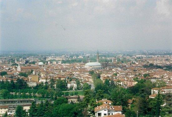 la vista sulla citta\' dalla terrazza - Picture of Santuario della ...