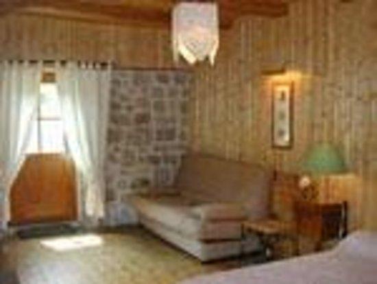 L'Auberge Chez Leon : Chambre espace salon
