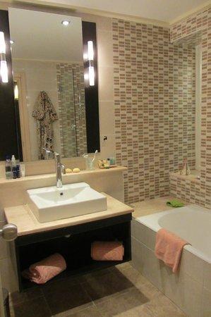 فندق عزيزة ثالاسو جولف:                   Ванная комната.                 