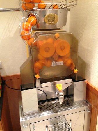 Hotel Mercure Munich Altstadt:                                     オレンジ生搾り