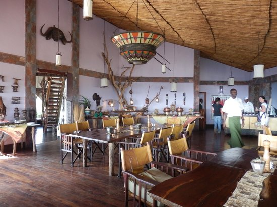 Mbalageti Safari Camp Ltd:                   great ambiance in the bar - service a bit iffy