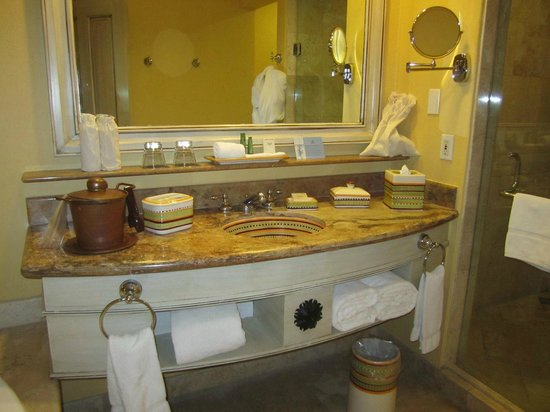 Hilton Los Cabos Beach & Golf Resort:                   Bathroom