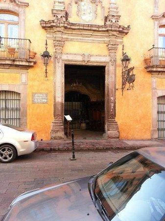 La Casa de la Marquesa:                   front of hotel