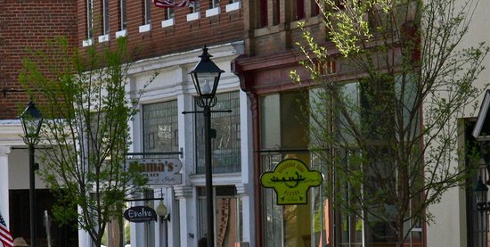 Scottsville, VA: Horseshoe Bend Bistro & Taproom...in the heart of the historic district