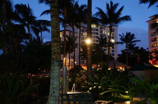 Marriott's Ko Olina Beach Club:                   ナイアタワー BBQ前 夜景