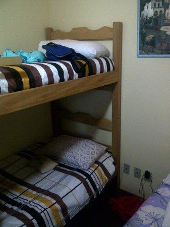 Pousada Sarata Armacao :                   camas para los niños