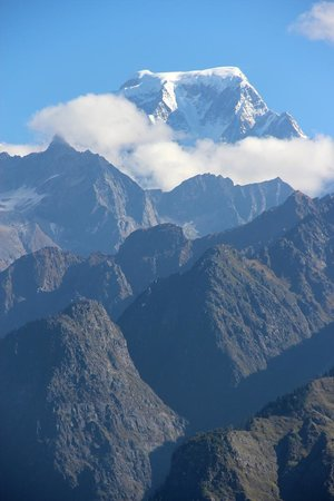 Shepherd's Lodge Devi Darshan: Day Hike: View of Hathi Parbat from Gorson Meadows