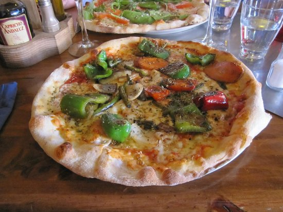 San Agustín, España:                   Pizza with grilled vegetables, not the variety we expected