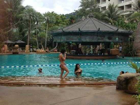 Movenpick Resort and Spa Karon Beach Phuket:                   piscine