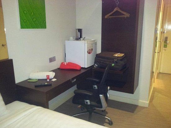 101 Hotel Bintulu:                   Working desk, mini fridge and open-style cupboard