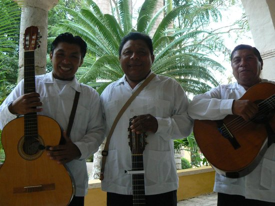 Hacienda Chichen:                   the 3 musketeers