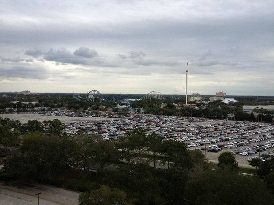 Renaissance Orlando at SeaWorld: Sea World Parking Lot in January