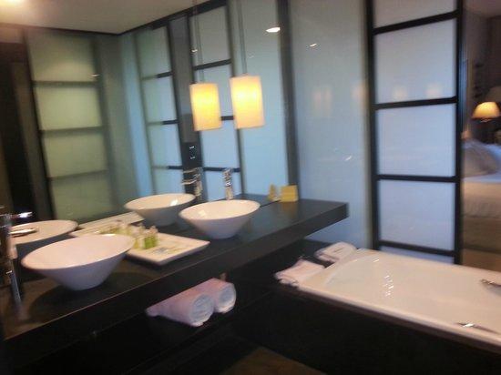 Asia Gardens Hotel & Thai Spa, a Royal Hideaway Hotel:                   baño