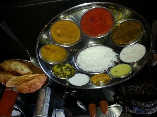 Hotel Plantain Leaf Restaurant:                                     the special thali so very special