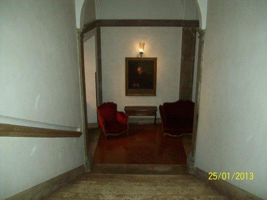 Hotel Columbus: una de las salas de estar con sillones