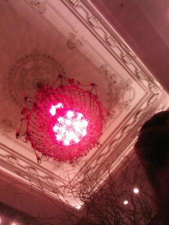 Savoy Hotel:                   lustre da recepção