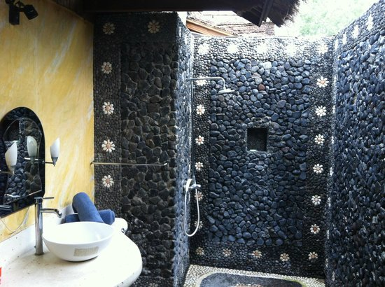 Balikana Boutique Beach Resort:                   indoor/outdoor bath