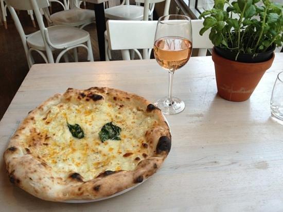 Rossopomodoro - Covent Garden:                   pizza Quattro formaggi
