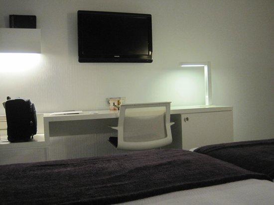 NH Collection Villa de Bilbao: Desde la cama de la haboitación doble