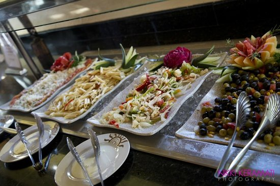Grand Bahia Principe Punta Cana : buffet by the beach