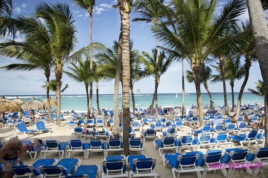 Grand Bahia Principe Punta Cana : packed beach area
